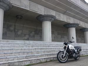 レンタルバイクのCB1100とクリオネプロムナードの前で