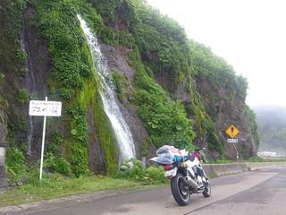 逆流する滝