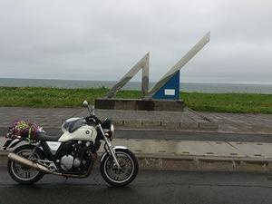 オロロンライン北緯45度線の前のレンタルバイクCB1100