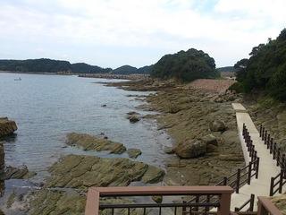 神崎鼻公園の海沿いの岩