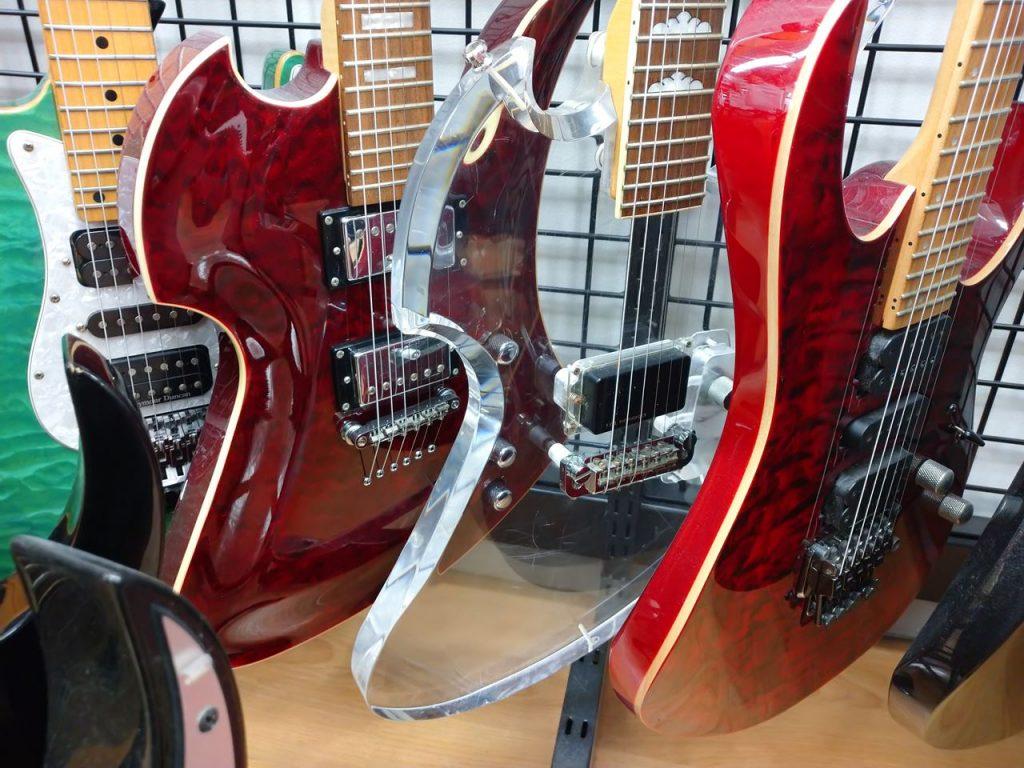 モッキンバードのクリスタルギター