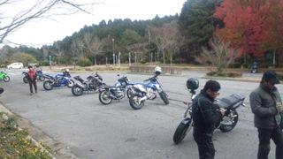 野呂山の山頂に集まるライダー