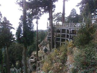 野呂山の山頂にある弘法寺の境内