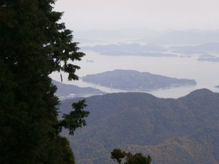 野呂山山頂にある弘法寺からみた大芝大橋