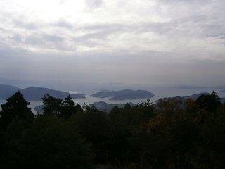 野呂山山頂の星降る展望台から見る安芸灘大橋