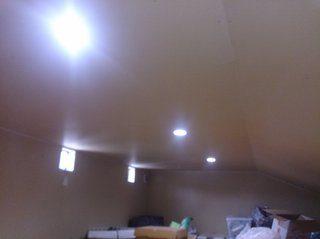屋根裏収納にDIYで照明器具を取付