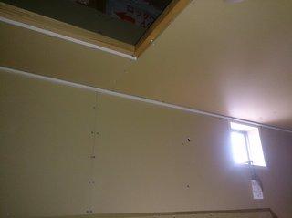 屋根裏収納の配線作業