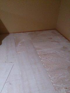 DIYで屋根裏収納の床をリフォーム