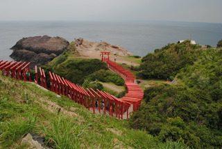 龍宮の潮吹きと日本一入れにくい賽銭箱のある元乃隅稲成神社