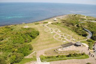 意図的に作られた海沿いの施設