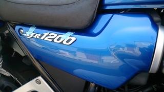 XJR1200のエンブレムの位置決め