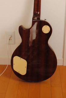 ステッカーを綺麗に剥がすことができたギター