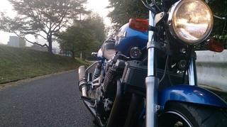 早朝野呂山に向けて走り出すバイク