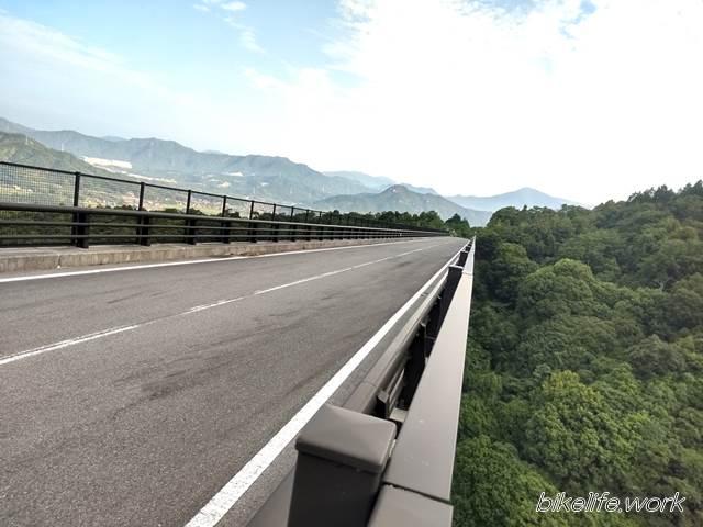 天空の橋「紅葉橋」を山頂側から見る