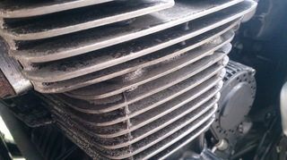 エンジンの塗装が剥がれた空冷エンジン