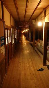 大三島にある憩の家の長い廊下