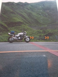 阿蘇の山中でXJR1200と