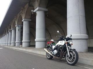 レンタルバイクCB1100と北防波堤ドーム