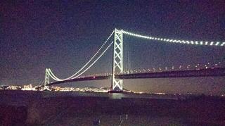 スマホで撮った明石海峡大橋の夜景写真
