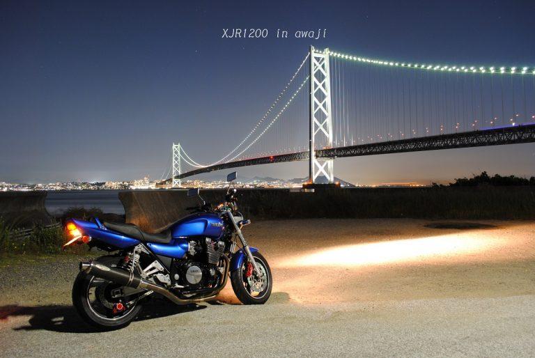 明石海峡の夜景とバイク