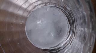 グラスに入れたアイス