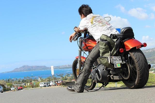 危ないバイクに乗るときには安全運転を心掛ける