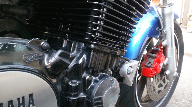 バイクのエンジンを塗装したところ