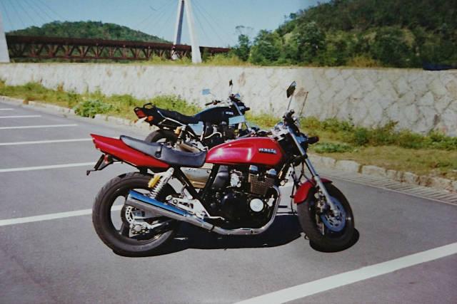 赤のXJR400