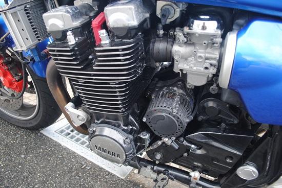 自家塗装したバイクのエンジンと塗装しなかったジェネレーター