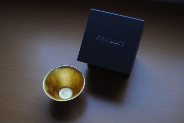 能作の盃「喜器2」の内側には金箔が施されている