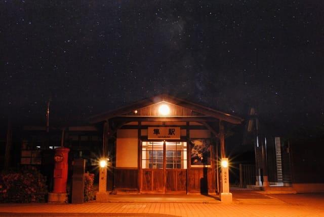 星空の下の隼駅