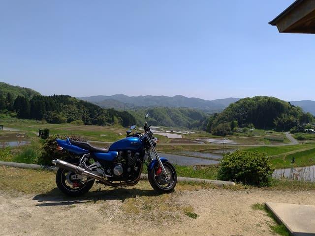 棚田とXJR1200
