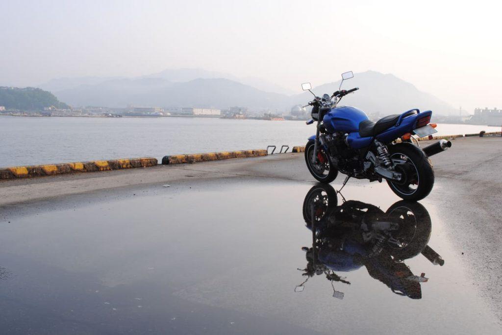 バイクの左側から撮った写真