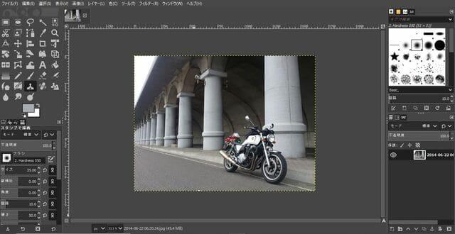 背景の障害物をGimp2で消した写真