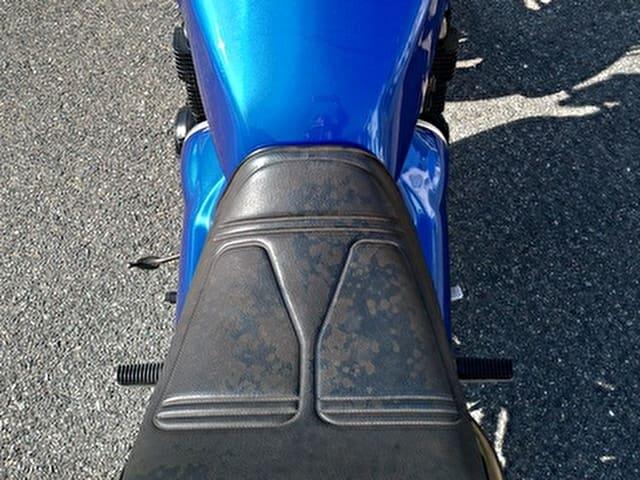 劣化したバイクのシート