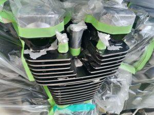 塗装される前のエンジン