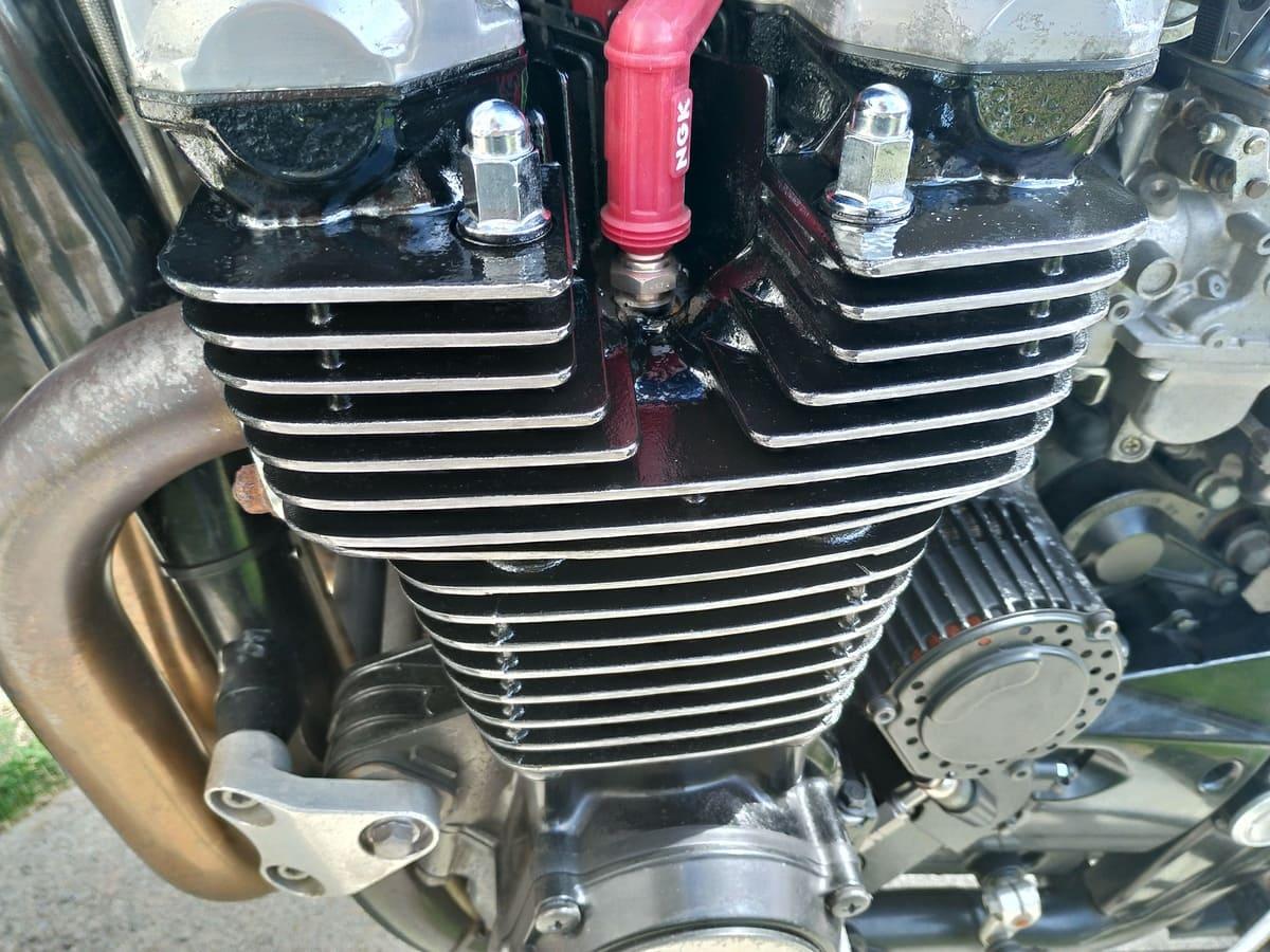 再塗装されたエンジン