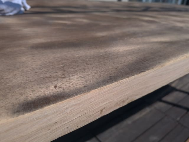 テーブルの小口を削る