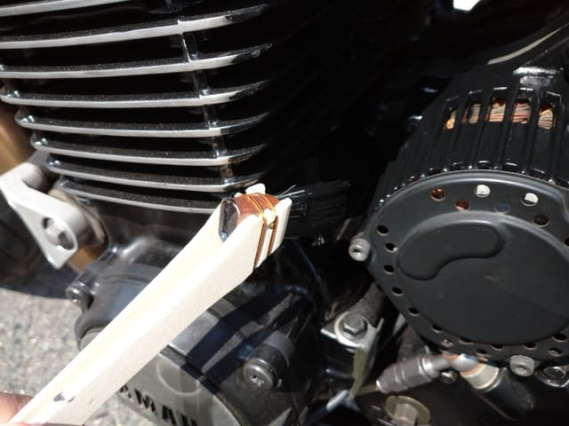 筆が大きくダイナモとエンジンの間は塗れない