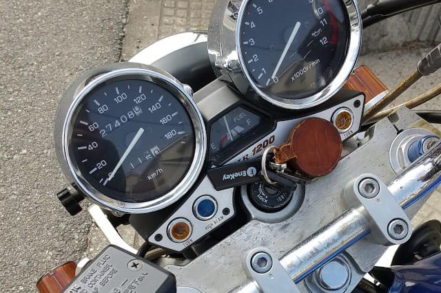エンジンが掛からないXJR1200のメーター