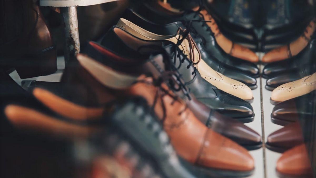 出先で剥がれた靴底を修理
