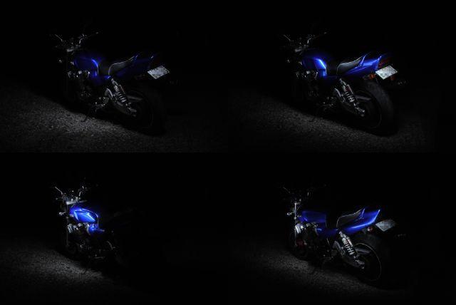 黒抜きしたバイクの写真をそれぞれ比較明合成する