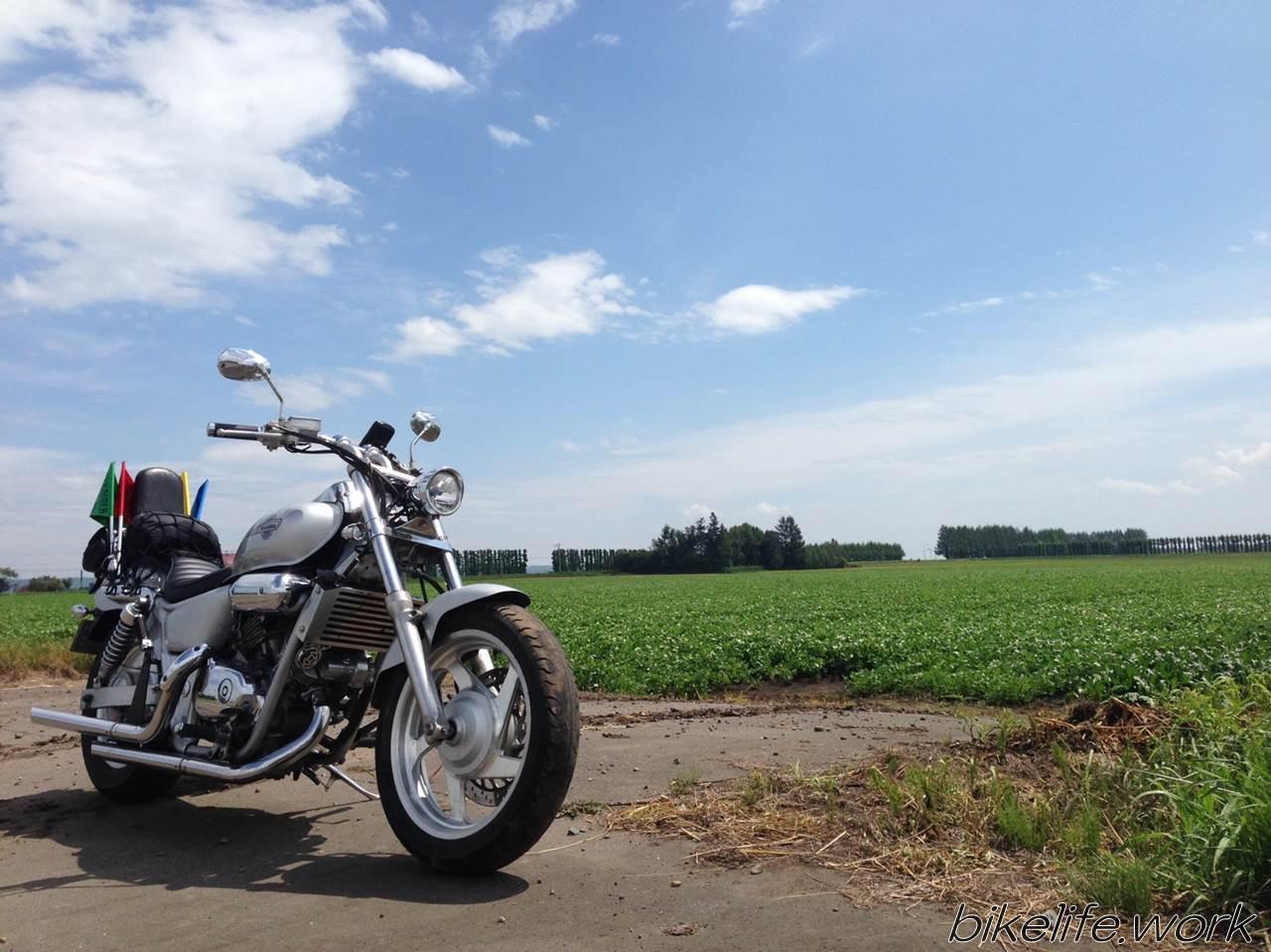 ホクレンフラッグとツーリングバイク