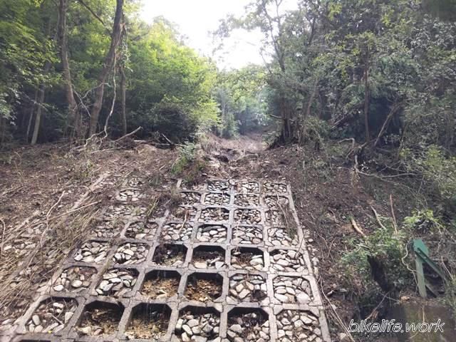 土師ダムの周遊道路が土砂崩れ